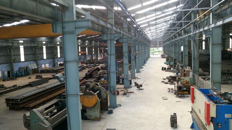 Bên trong nhà máy kết cấu thép