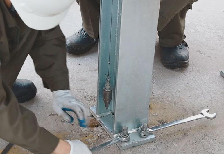 Lắp đặt dầm cột và kiểm tra góc nghiêng